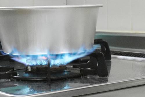 一般的なお鍋を使った湯煎方法