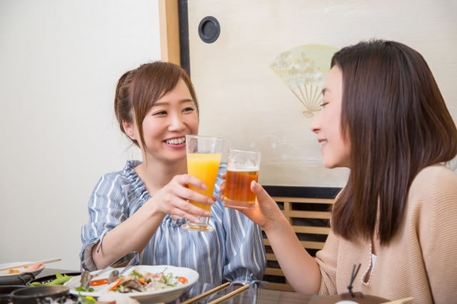 女性同士で飲む