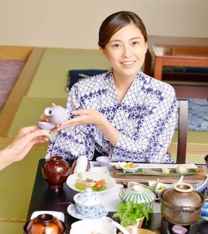 日本酒の正しい注ぎ方