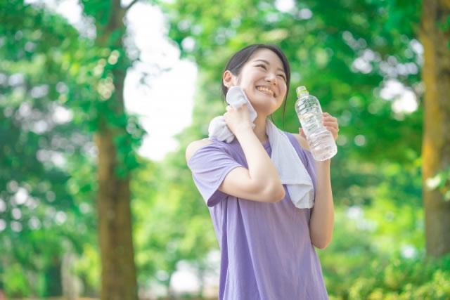 シリカ水を飲むおすすめの飲む量やタイミングは?